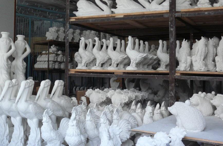 Обновите и покрасьте садовые фигуры своими руками