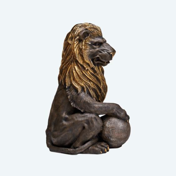 Лев с шаром