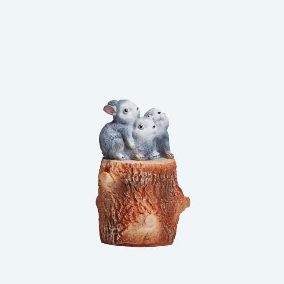 Зайчата на пне
