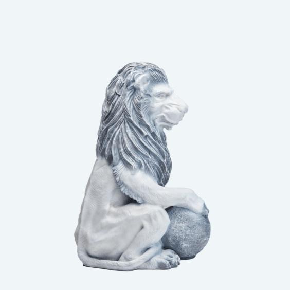 Лев с шаром античный