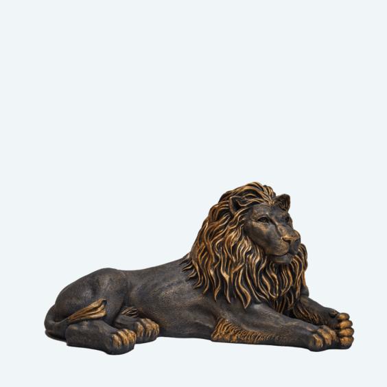 Лев лежа